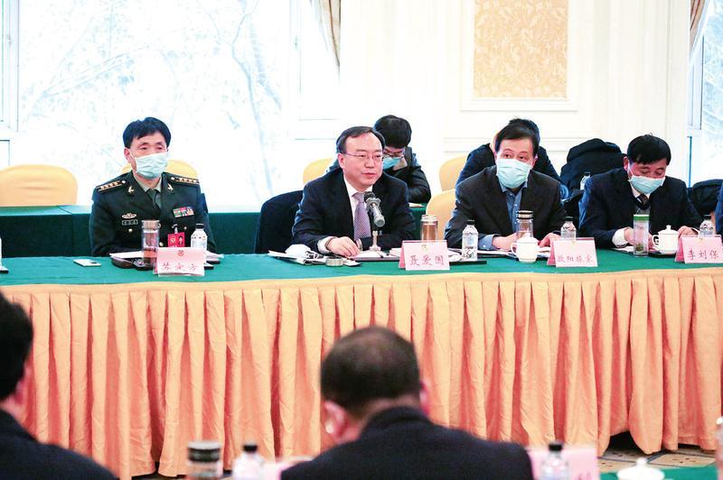 聂爱国在参加审议和讨论时强调
