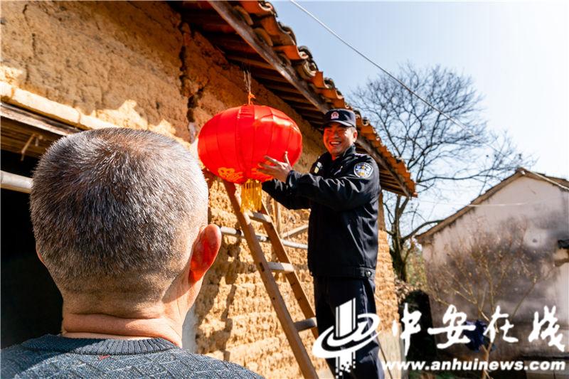 安徽泾县:茂林派出所的年味 (3).jpg