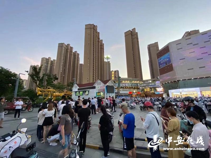 因突发事件 安庆血站告急   市民积极响应 血站前排起长队